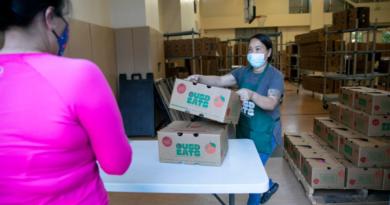 ¿Continuarán las escuelas públicas de California con almuerzos gratuitos para todos?